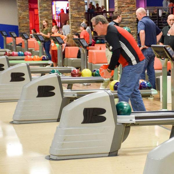 Adult_bowling